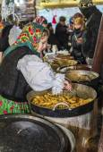 Cabbage rolls from Maramures at Christmas market in Bucharest — Stock Photo