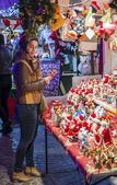Girl buying gifts at Christmas market in Bucharest — Stock Photo