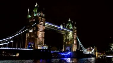Towerbridge in London by night — Stock Video
