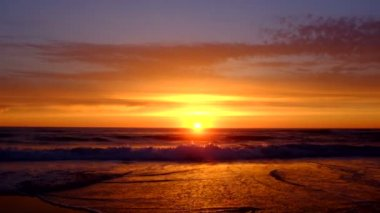 Beautiful sunset at the ocean — Stock Video