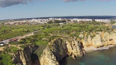 Carvoeiro aan de atlantische oceaan in de algarve portugal — Stockvideo