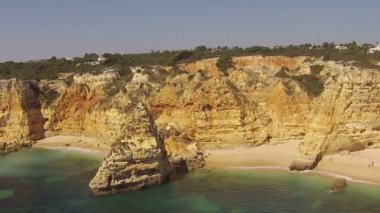 South coast at praia Marinha in the Algarve Portugal — Stockvideo