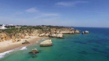 Natural rocks at Praia Tres Irmaos — Stock Video