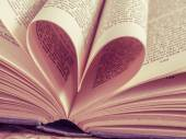 Love heart in a book with filter effect retro vintage style — 图库照片