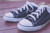 Svarta sneakers med filter effekt retro vintage stil — Stockfoto