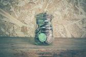 在与筛选器效果老式复古玻璃的钱 — 图库照片
