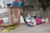 ゴミ箱屋外 — ストック写真