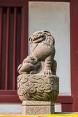 Chinese guardian lion statue — Stock Photo