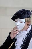 男身に着けているマスク — ストック写真