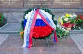 Wreath at memorial of heroic defense — Stock Photo