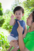 Young asian woman and cute daughter talking together in the back — Stock Photo