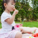 Little asian (thai) girl enjoy eating her lunch — Zdjęcie stockowe #68642643