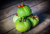 Still life with fresh garcinia cambogia on wooden background (Th — Stock Photo