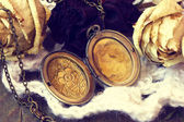 Beautiful antique locket — Stock Photo