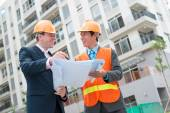 Construction manager and engineer — Stock Photo