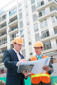 Businessman and contractor — Stock Photo