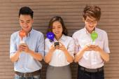People obsessed with smartphones — Stock Photo