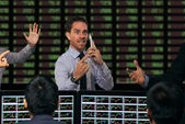 Trader gesturing at stock exchange — Stock Photo
