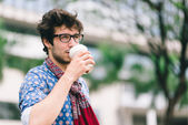 Brunet drinking coffee in takeaway cup — Stock Photo
