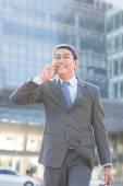 Podnikatel mluví po telefonu — Stock fotografie