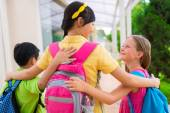 Schoolchildren going home after classes — Stock Photo