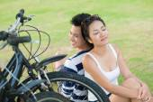 Couple with bikes relaxing — Stock Photo