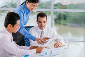 Business team discussing report — Stock Photo