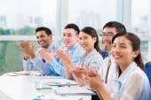 Mensen uit het bedrijfsleven applaudisseren — Stockfoto
