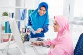 Muslim business ladies working on computer — Stock Photo