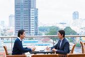 Dos empresarios negociando — Foto de Stock