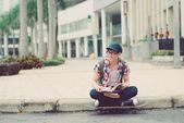 Skater con libri — Foto Stock