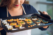 Woman holding tray with cookies — Stock Photo