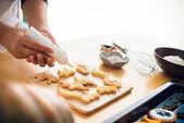Glazing cookies — Stock Photo