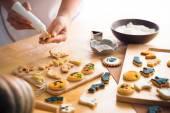 Decorating Halloween cookies — Foto Stock