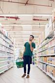 Man searching for product in shop — Stock Photo