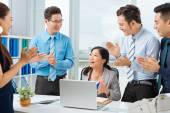 Business people applauding female colleague — Stok fotoğraf