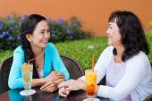 Female friends chatting in the cafe — Stock Photo
