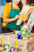Packing flowers — Foto Stock