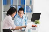 Manager flirting with pretty colleague — Stock Photo