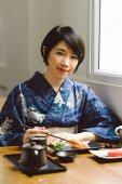 Japanese  woman enjoying traditional food — Fotografia Stock