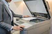 Female manager using copier — Stock Photo