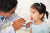 Using tongue depressor — Stock Photo