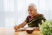 Woman making notes — Stock Photo