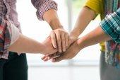 Stapling händer som en symbol för enighet — Stockfoto