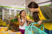 Mother and daughter at the grocery store — Stock Photo