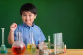 Boy  carrying out experiment — Stock Photo