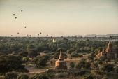 Bagan, Myanmar - 18 de diciembre: Los templos de Bagan(Pagan), Mandalay, — Foto de Stock