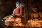 Bagan, MYANMAR - DEC 18: candle light at Large buddah near Shwes — Photo