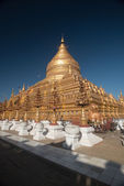 Bagan, MYANMAR - DEC 19: Shwezigon Pagoda in Bagan, Myanmar on D — Stock Photo