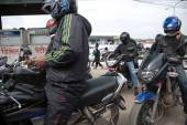 KATHMANDU, NEPAL APRIL 30: Long queue of Motorcycles at the petr — Stock Photo